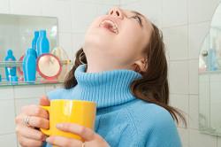 Полоскание горла при кисте миндалин