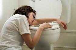 Тошнота и рвота как симптомы инфицирования кисты